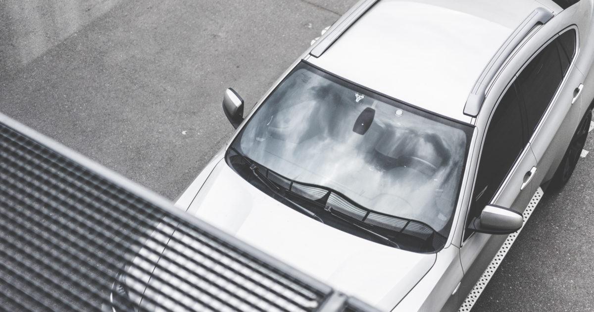 Sai riconoscere se un cristallo della vettura che stai valutando è stato sostituito?
